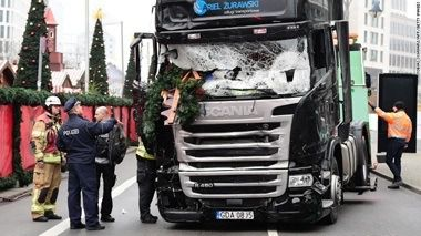 161220113118-03-berlin-attack-truck-1220-exlarge-169